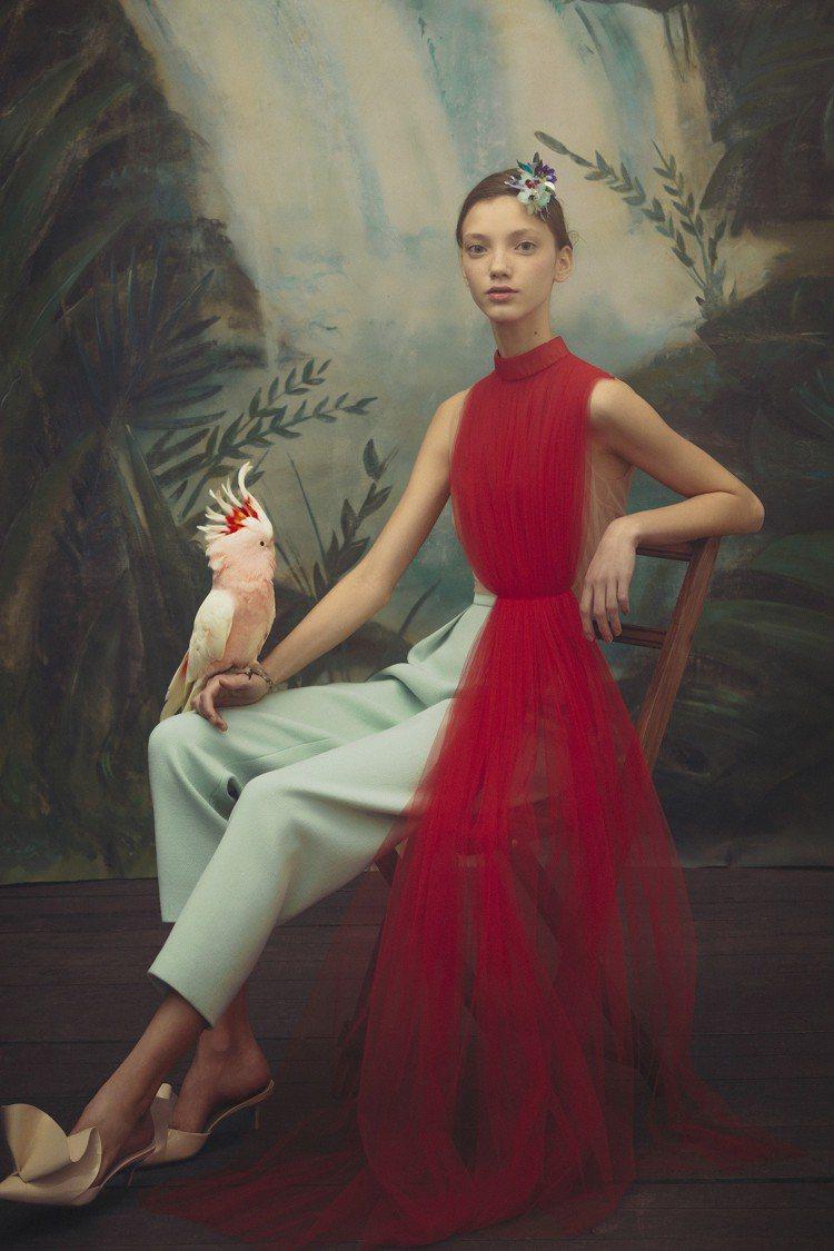 DELPOZO紅色墜紗上衣,售價65,280元。圖/初衣食午提供