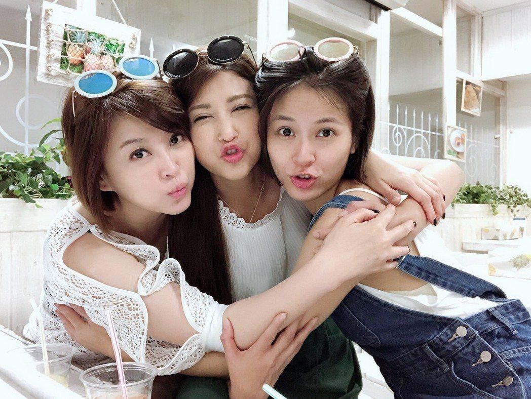 方馨(左起)、樓心潼、蘇晏霈第一次姐妹們相揪出國超開心。圖/方馨提供