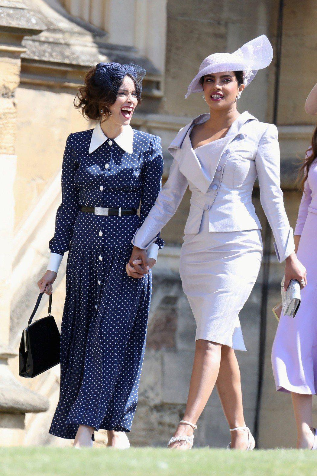 琵豔卡喬普拉(右一)盛裝出席英國皇室婚禮。圖/歐新社資料照片