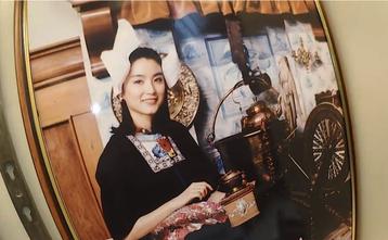 林青霞年輕當紅時是華人影壇出名的「第一美人」,風靡無數觀眾。但她的美麗不只華人心動,連老外都被征服。香港一個旅遊節目日前播出在荷蘭錄製的內容,竟然發現林青霞曾在北海小漁村沃倫丹穿上荷蘭傳統服飾拍照,...