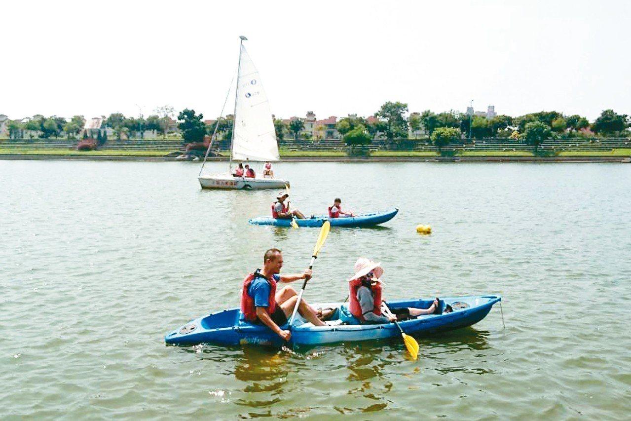 宜蘭童玩節冬山河上可賽舟。 記者羅建旺/攝影