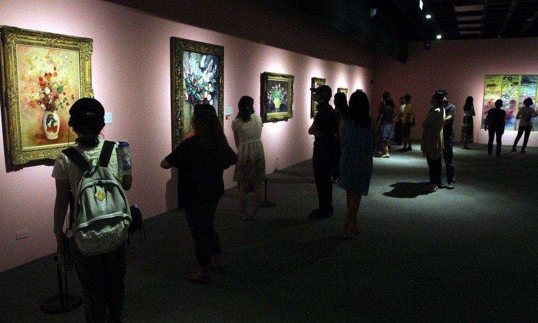 許多人到故宮,不是看故宮典藏文物,而是看看故宮從國外引進的藝術大展。圖為2013...
