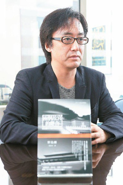 「兩個故宮,與其說是外型相似的雙胞胎,還不如說是一張分裂的地圖。」朝日新聞記者野...