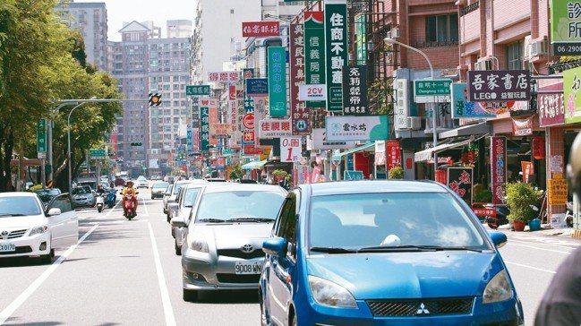 台南文化中心商圈生活機能完善、交通便利。 記者劉學聖/攝影