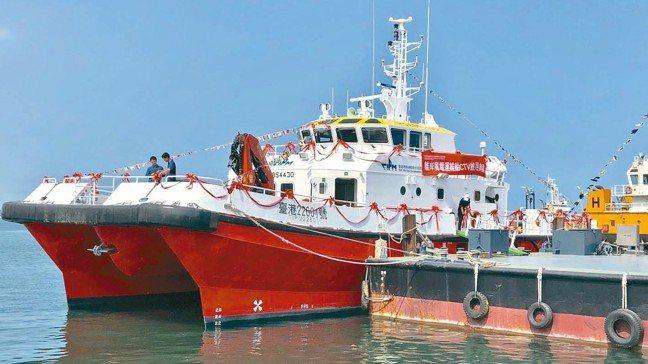 造價達1.25億元的台灣第一艘國產風電運維船昨啟用。 記者宋健生/攝影