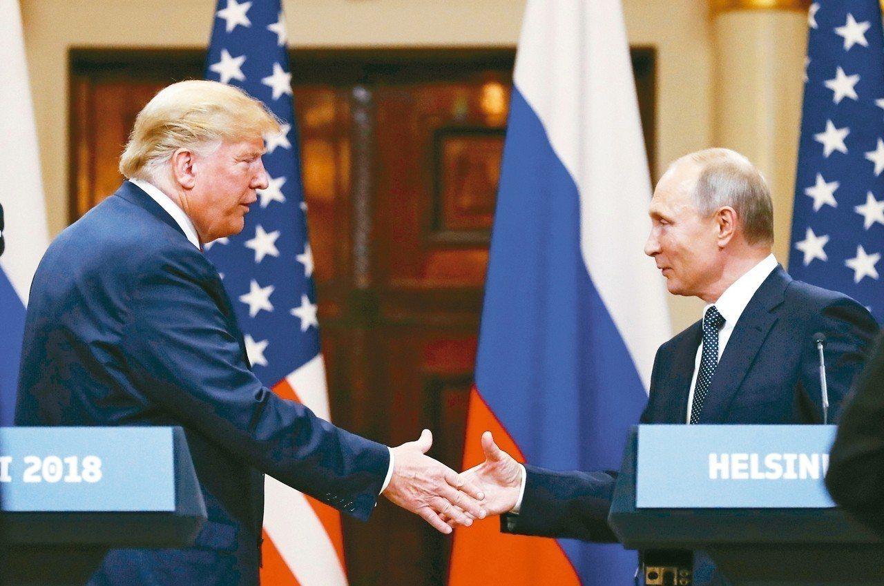 美國總統川普(左)邀請俄羅斯總統普亭訪問華府,普亭也邀川普到莫斯科作客。 美聯社