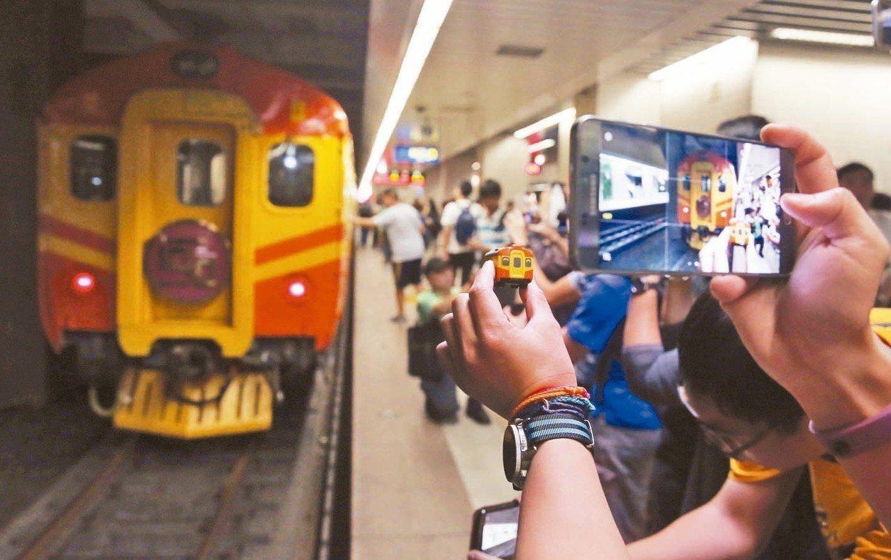 今年逢EMU100型電聯車40周年,鐵道社團ILLSMP鐵道攝影社向台鐵包車,今...