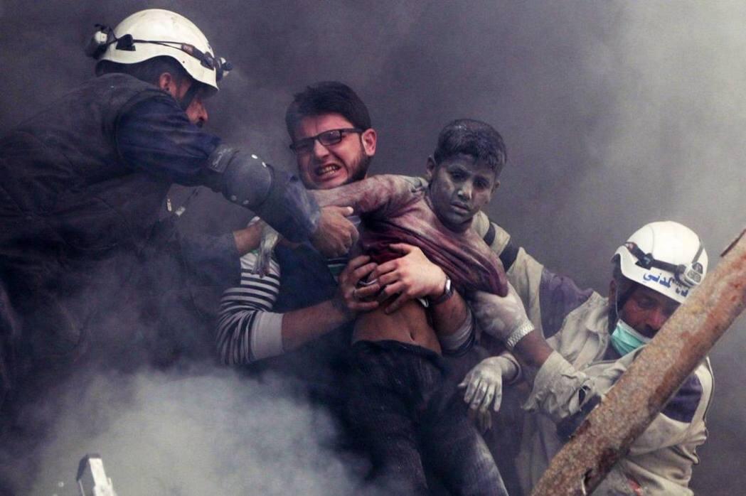 還有剩下一半的白盔隊及其家屬仍在敘利亞戰區,該怎麼辦? 圖/路透社
