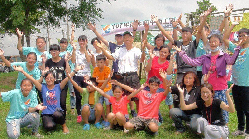 新港文教基金會舉辦雙合寮再生工作假期。記者謝恩得/攝影
