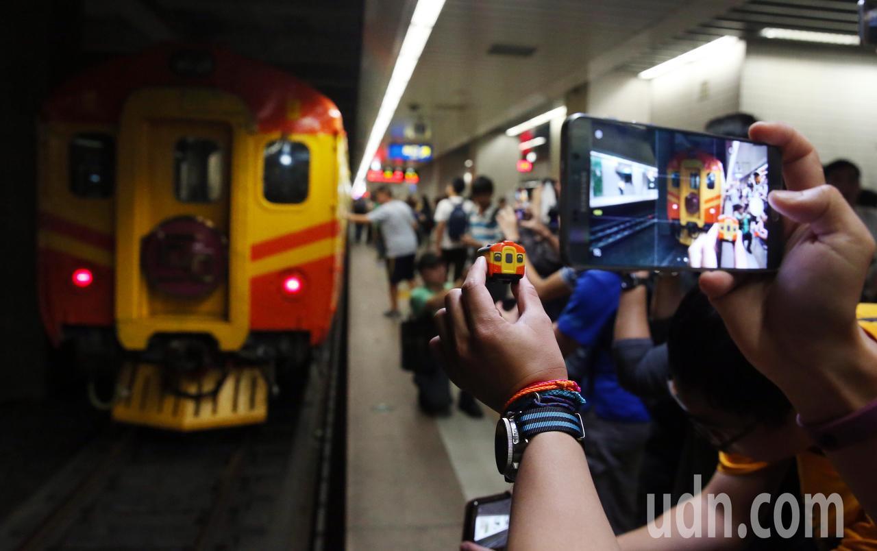 圓夢!就在「盛夏縱谷的華麗英國圓舞曲」,今年逢EMU100型電聯車40周年,有鐵...