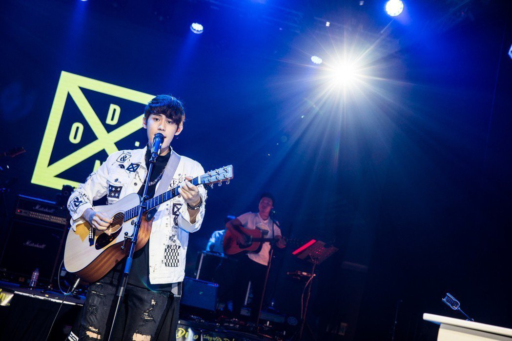 李玉璽28日在台北舉辦小型演唱會。圖/老鷹音樂提供