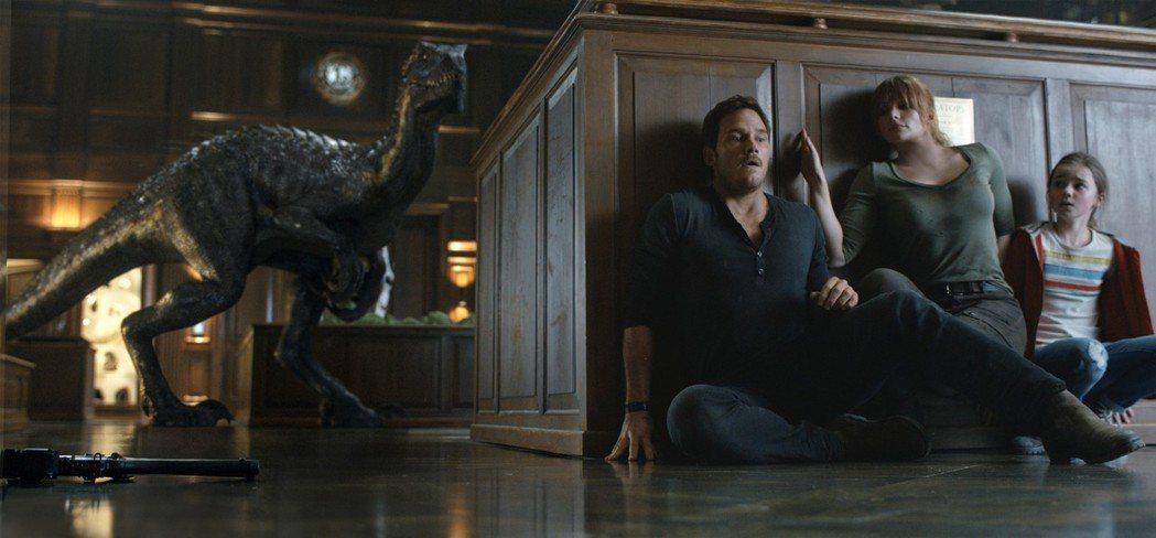 「侏羅紀世界:殞落國度」全球票房雖高,和上集相比有段明顯的落差。圖/摘自imdb