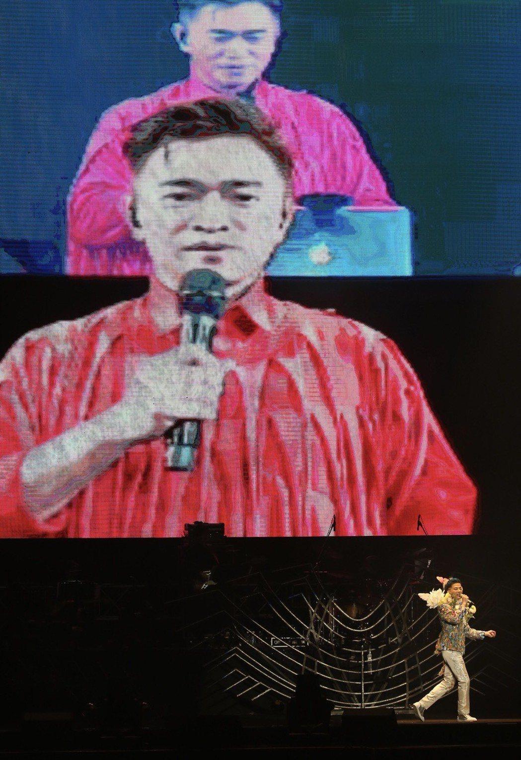 陳曉東28日在南港展覽館開唱,和同一時間在台北小巨蛋舉辦演唱會的吳宗憲連線。記者...