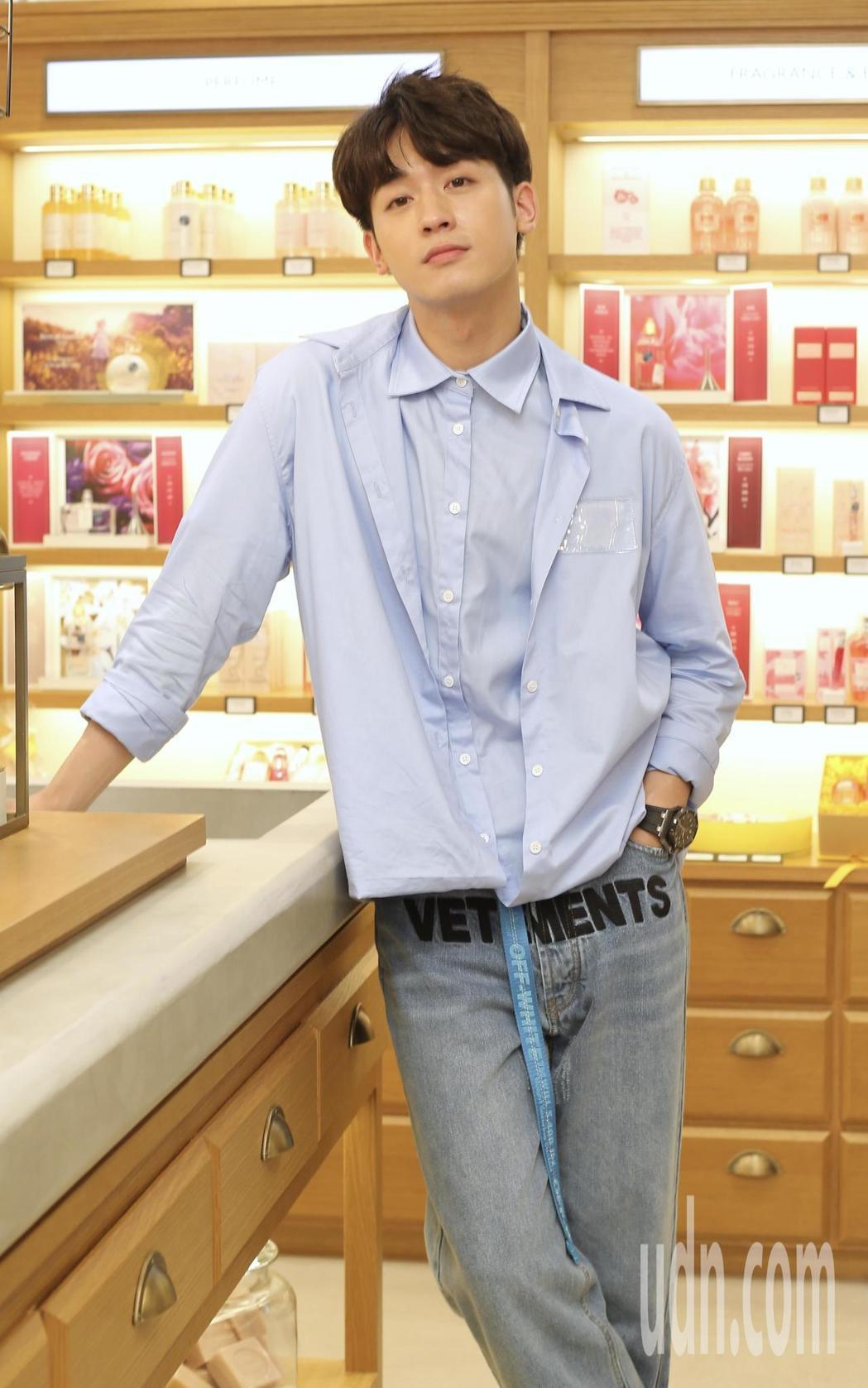小樂吳思賢出席一日店長活動。記者許正宏/攝影