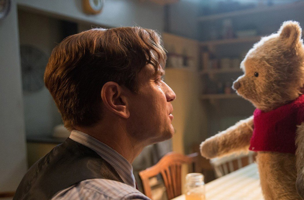 「摯友維尼」堪稱「小熊維尼」的真人版續篇。圖/迪士尼提供