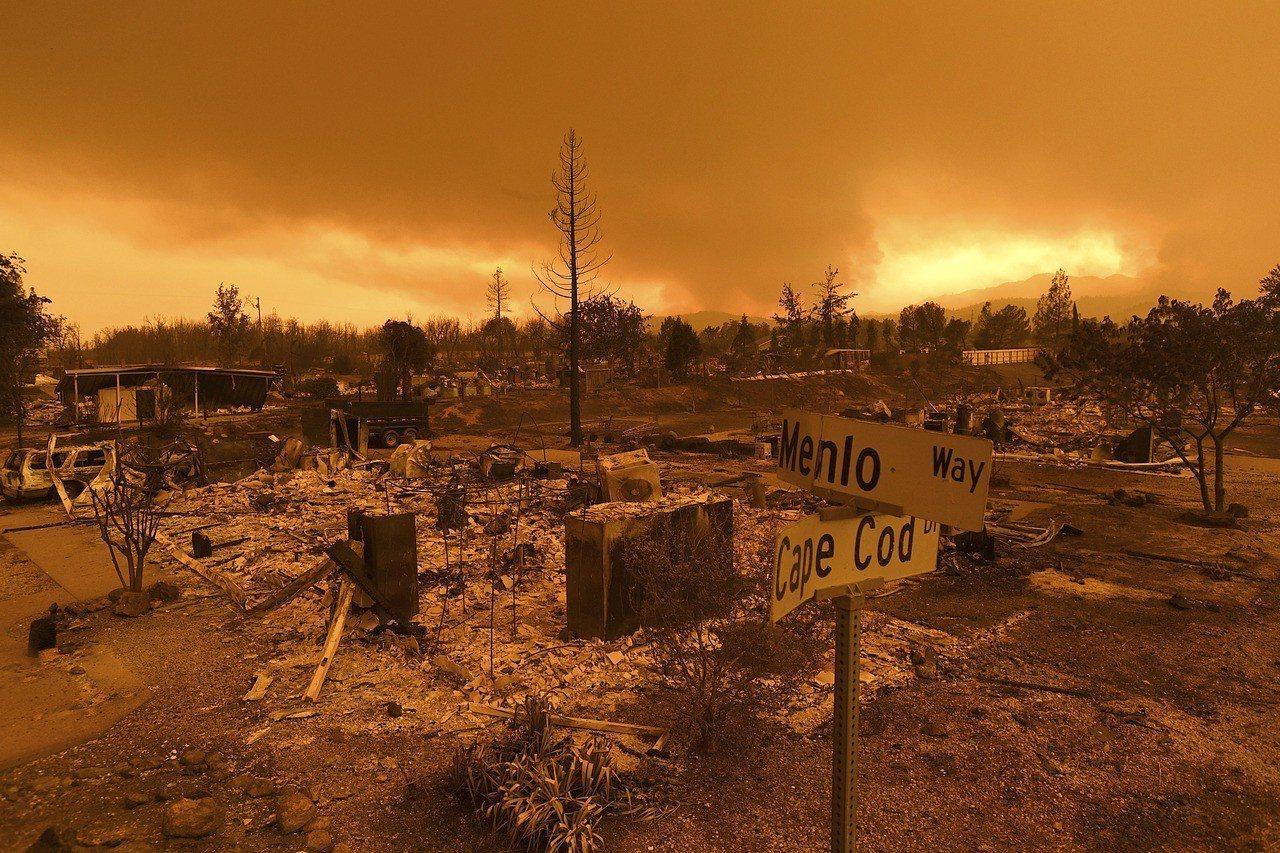 加州野火失控。 美聯社