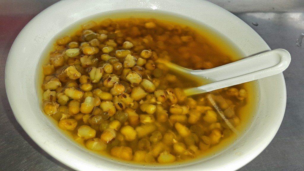 偏紅的綠豆湯。報系資料照