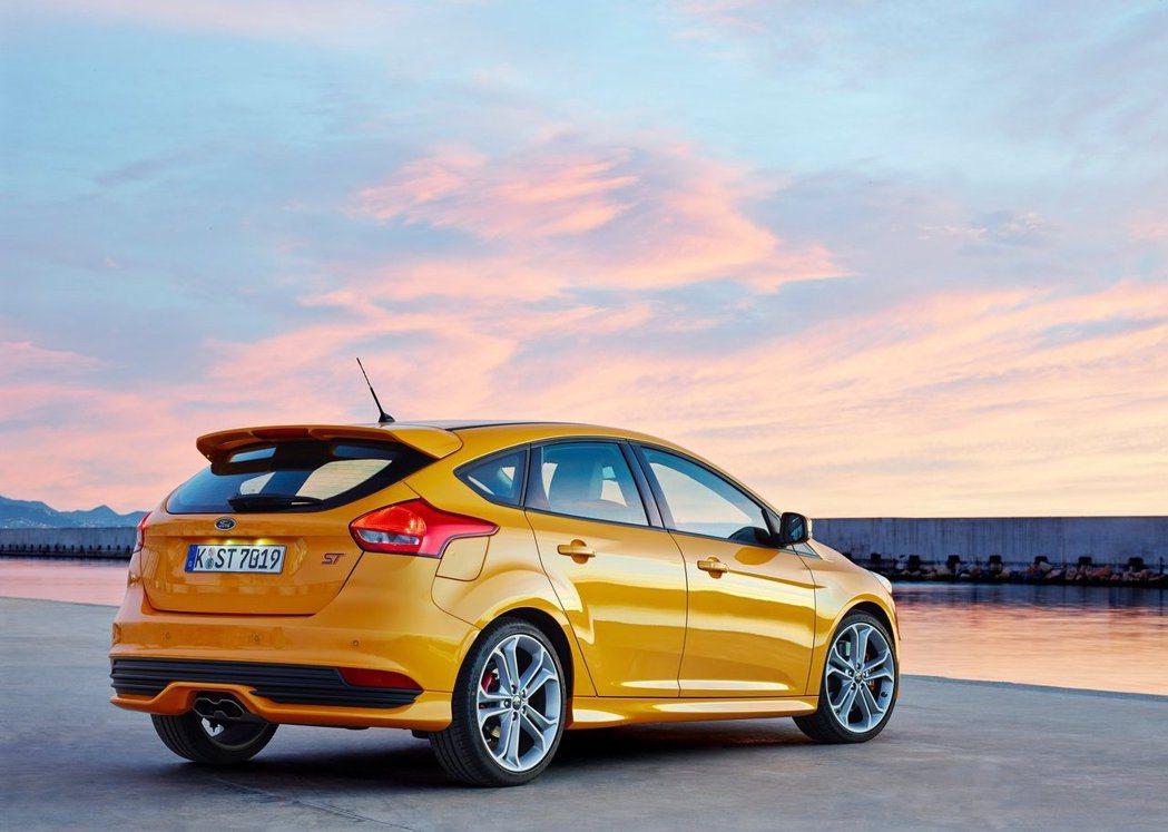 現行款Focus ST的中出尾管是一大特色。 摘自Ford