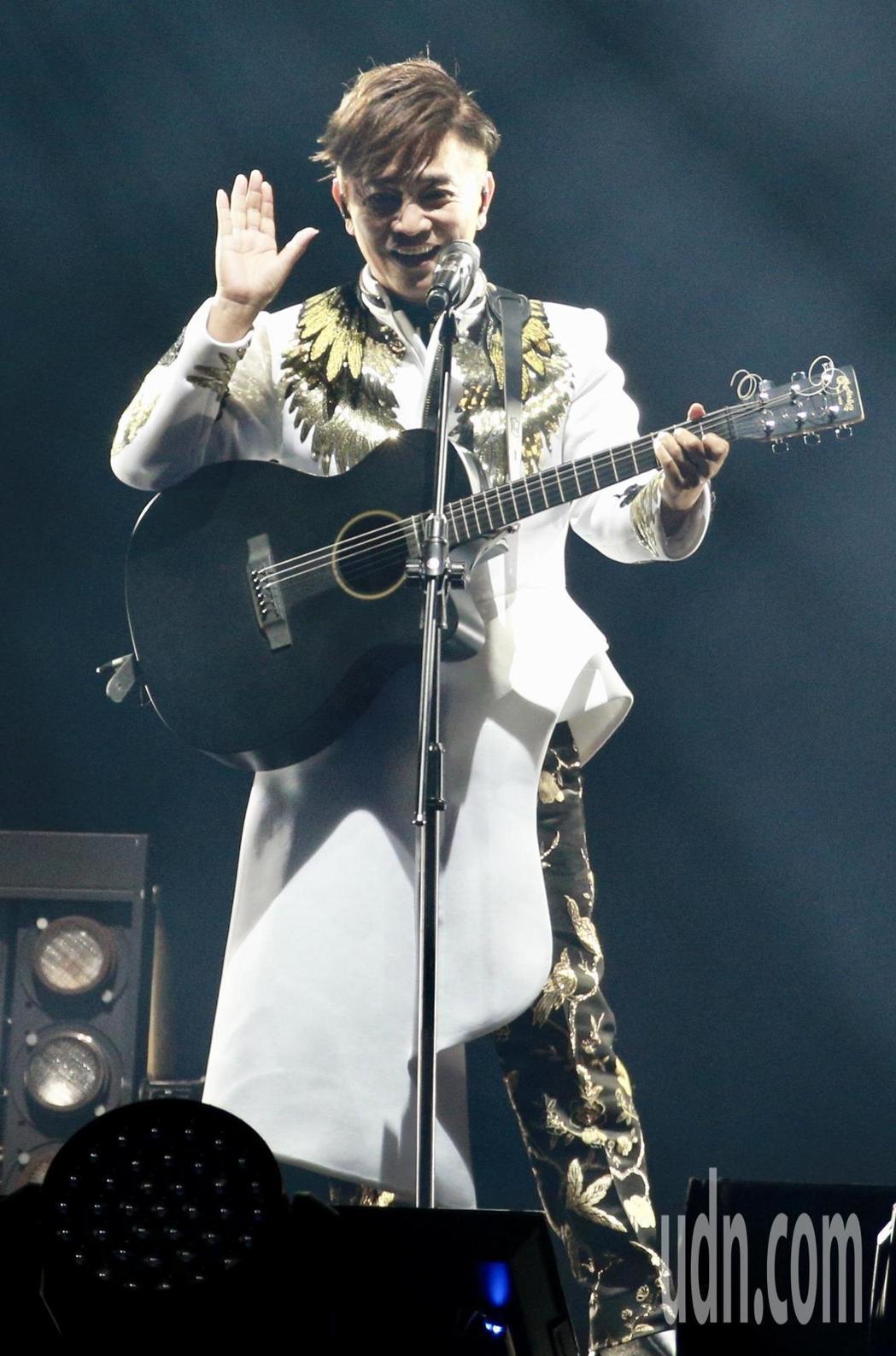 吳宗憲昨天在台北小巨蛋舉行演唱會,演唱多首膾炙人口的歌曲。 記者林伯東/攝影