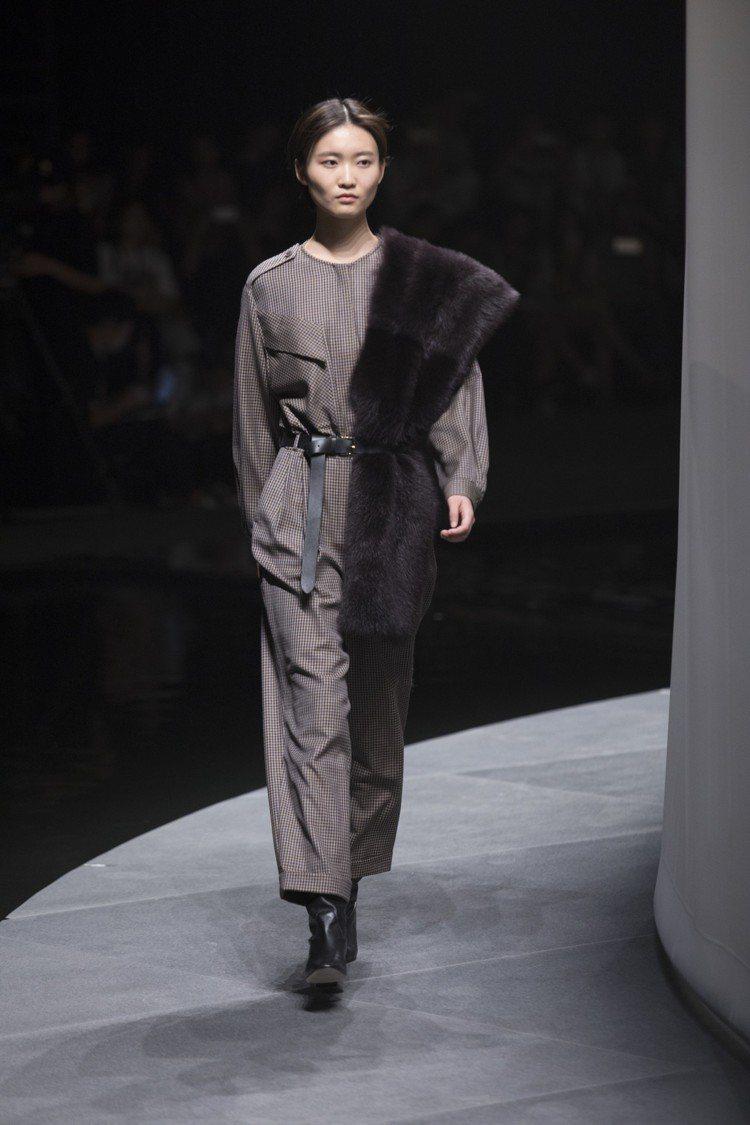 模特兒演繹Massimo Dutti 2018限量系列女裝。圖/Massimo ...