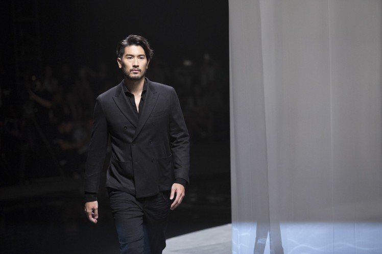 高以翔親自演繹Massimo Dutti 2018限量系列男裝。圖/Massim...
