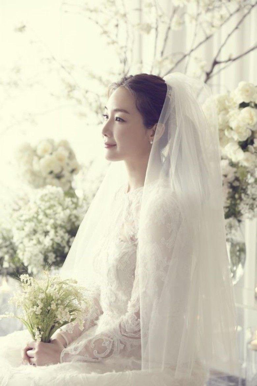 崔智友婚紗照中只有自己倩影。圖/摘自推特