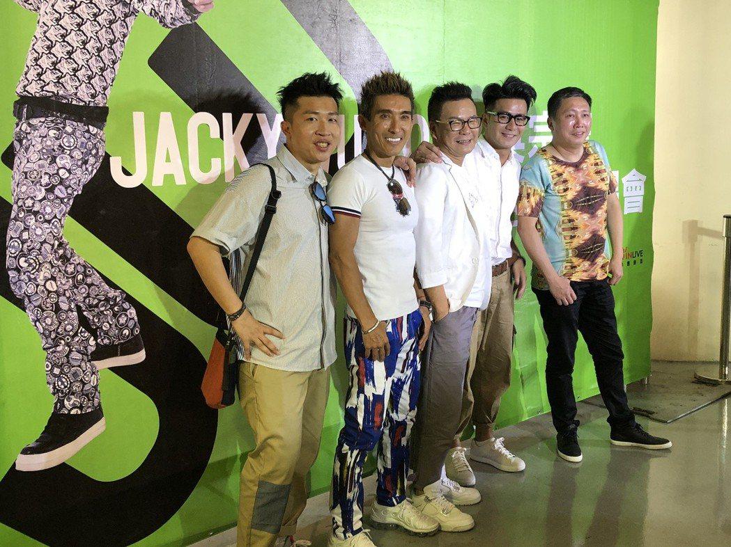 趙正平(右起)、郭彥均、沈玉琳、潘若迪、張立東到場支持吳宗憲。記者林士傑/攝影