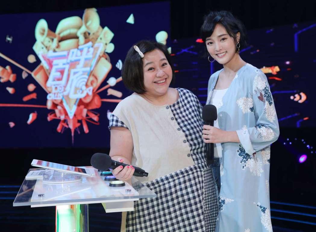 鍾欣凌(左)和王淨上公視「一呼百應」。圖/公視提供