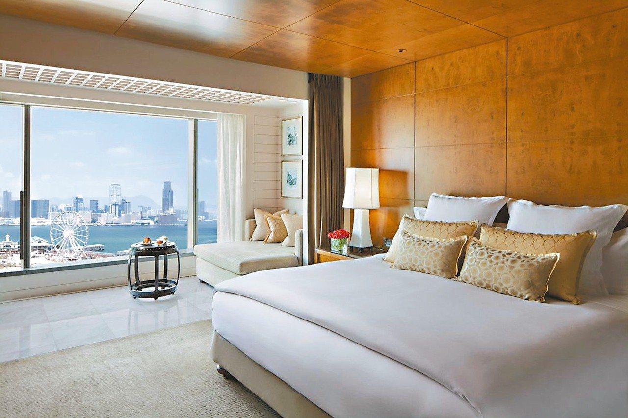 住一晚香港文華東方,迎接海灣美景,是絕佳的城市旅行方式。圖/香港文華東方酒店提供