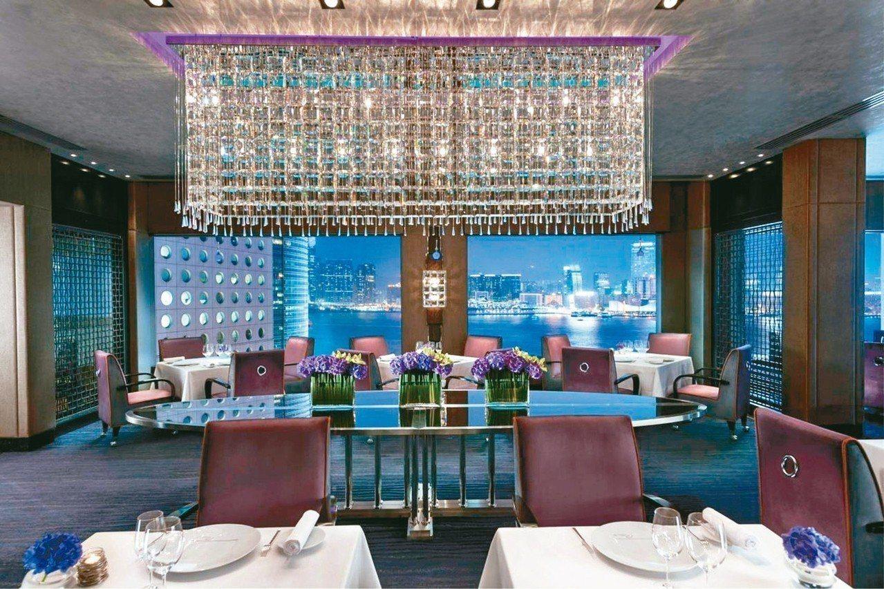 Pierre餐廳包廂,可收攬維多利亞港美景。 圖/香港文華東方酒店提供