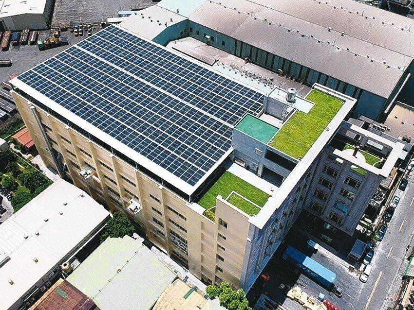 九如與原生生活太陽能團隊合作打造陽光屋頂新總廠。 九如牌泵浦/提供