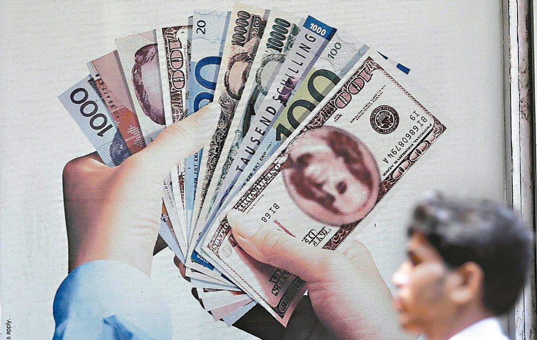 經濟學家認為美國經濟成長已攀頂峰,美元也可能因此逐步走軟。 美聯社