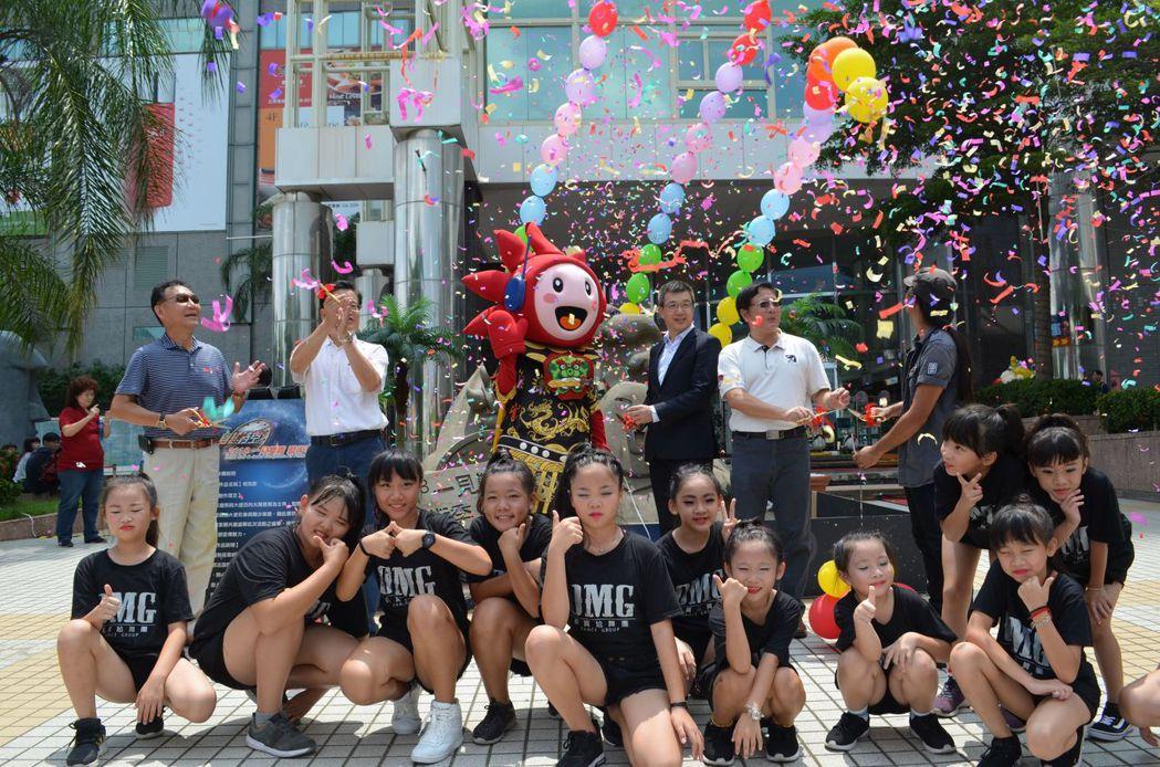 城市沙雕樂園在臺南大遠百1樓廣場剪綵揭幕。  陳慧明 攝影