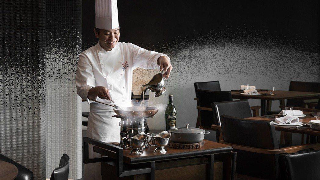 Ukai-Tei_Kaohsiung牛排館主廚桌邊服務,用心款待每位入館賓客。 ...