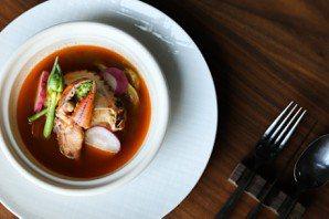 紅蟳塔吉鍋,密封式烹煮才是真正美味,讓感情永遠停在最浪漫的這一刻。 圖/晶英提供...