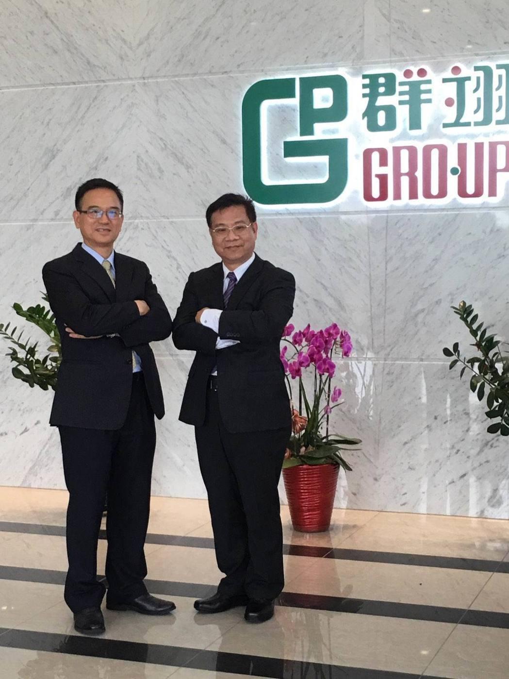 群翊工業董事長陳安順(右)、總經理李榮坤看好2018年下半年,類載板市場將持續加...
