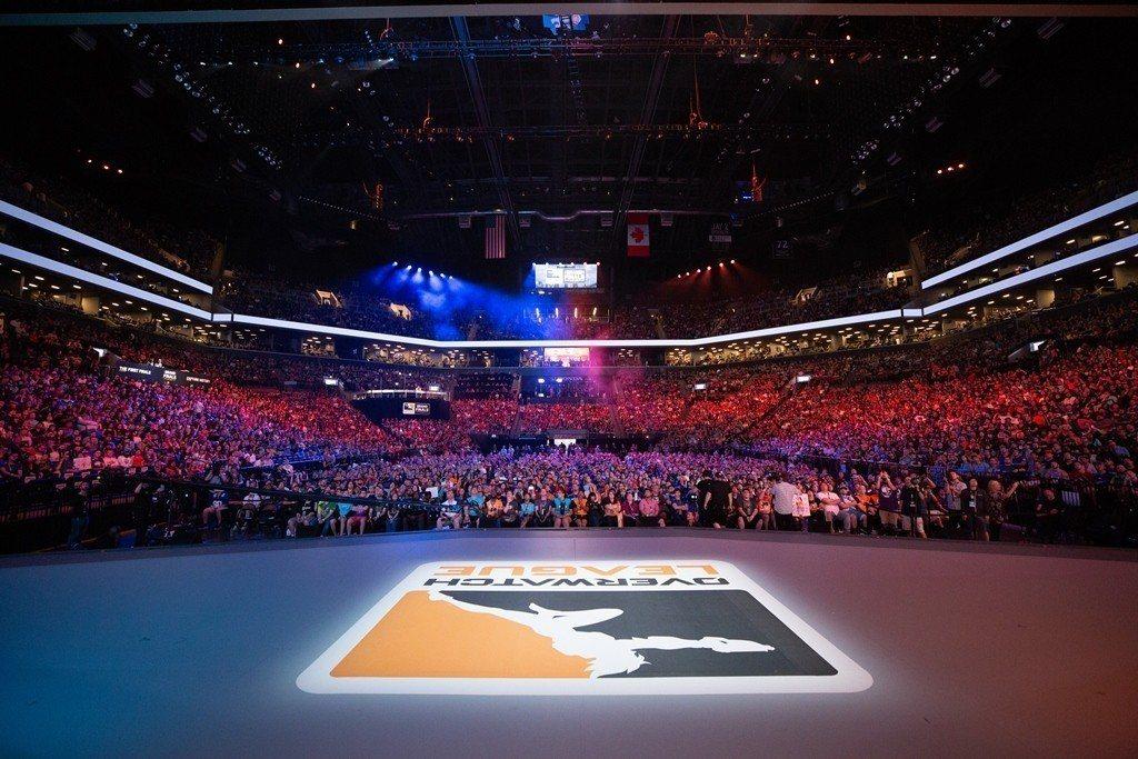 《鬥陣特攻》職業電競聯賽是第一個真正全球化的職業電競聯賽,由來自三大洲、四個國家...