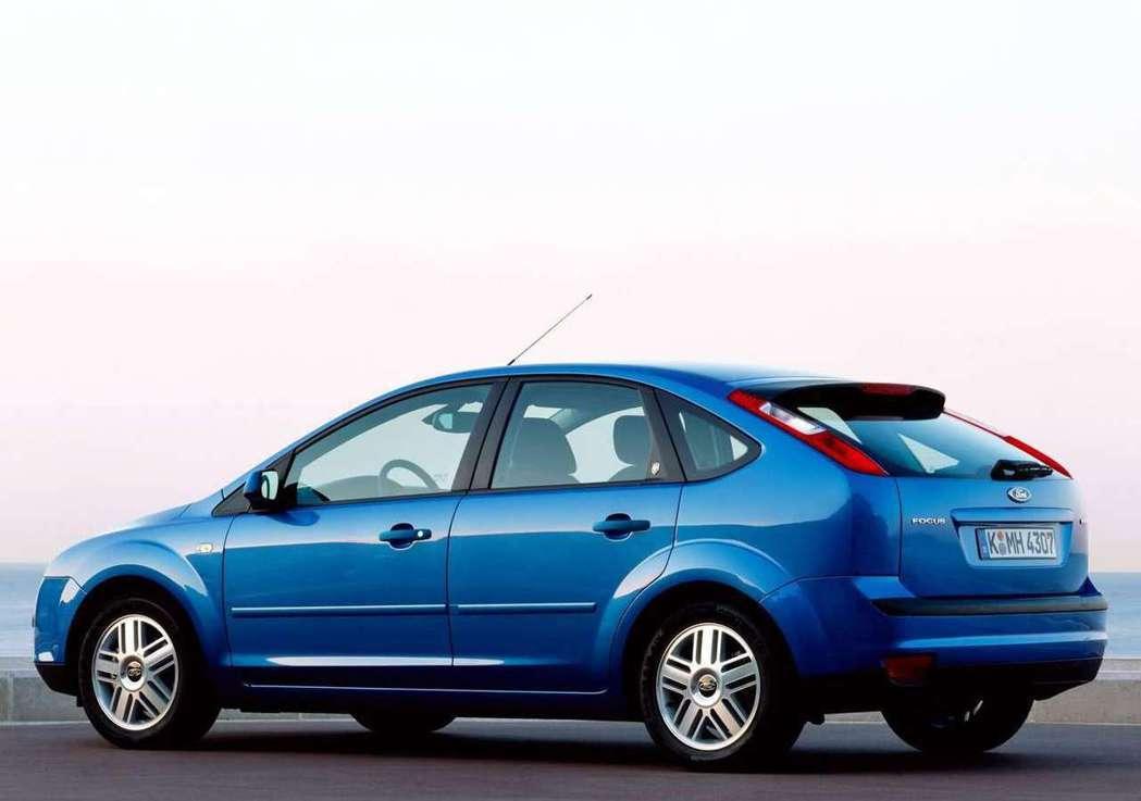 第2代Focus也沿用了6扇窗的設計。 摘自Ford
