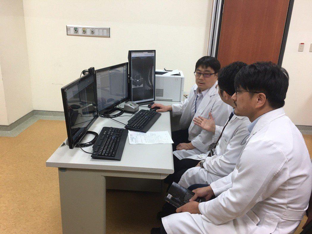 台灣方面醫師與越南方面進行遠距視訊醫療 臺中榮總/提供。