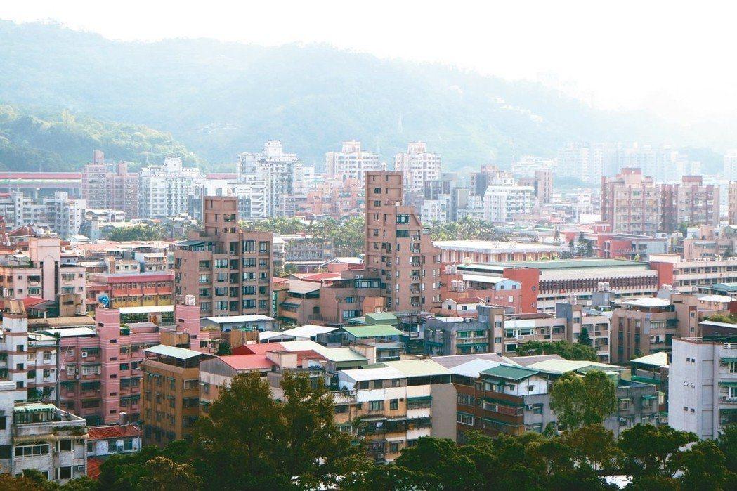 全國房價所得比為9.08倍,較上季略減,但台北市房價所得比為15倍、新北市則為1...