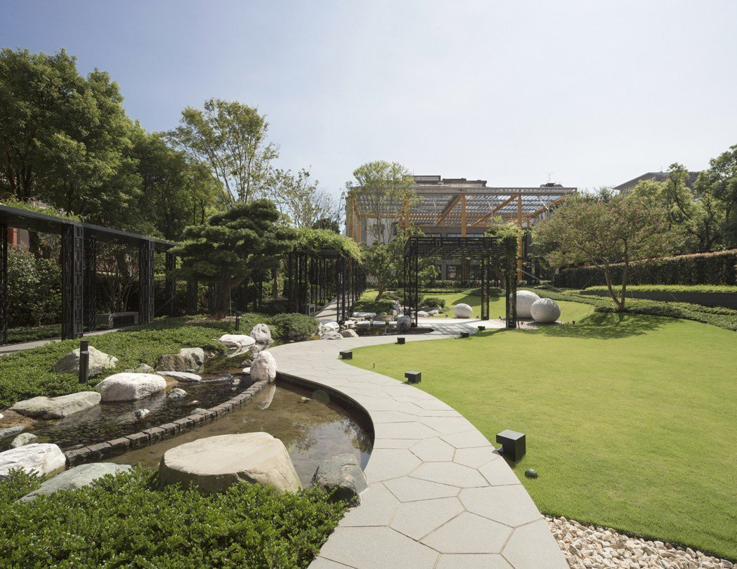 「ONE PARK TAIPEI元利信義聯勤」中庭由英國、日本、台灣設計團隊打造...