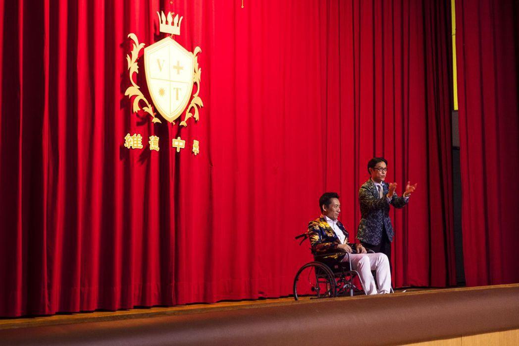 劇中郭子乾飾演為學校而與孔雀交換雙腿的校長。圖/公視提供