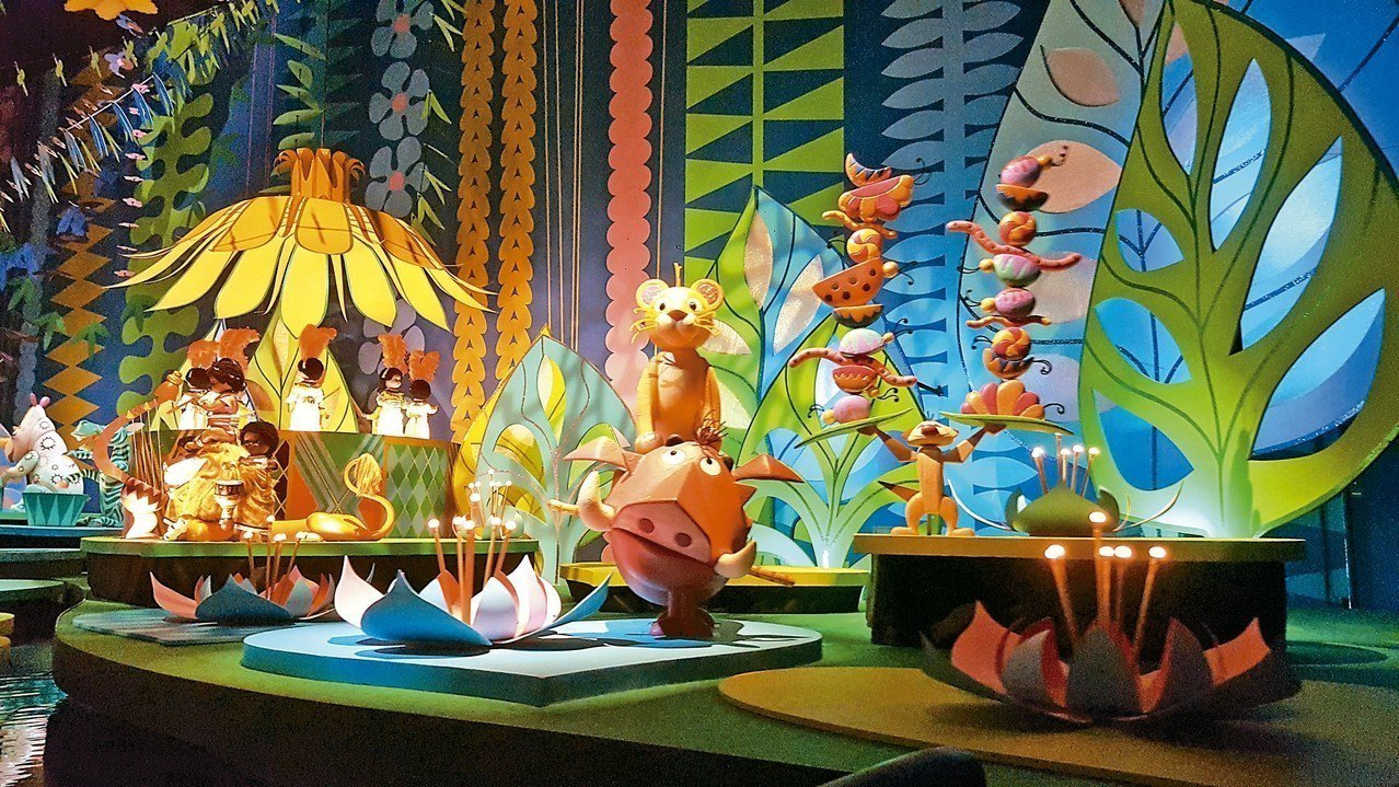 今年於小小世界中,首次加入經典的迪士尼卡通明星。 記者陳睿中/攝影