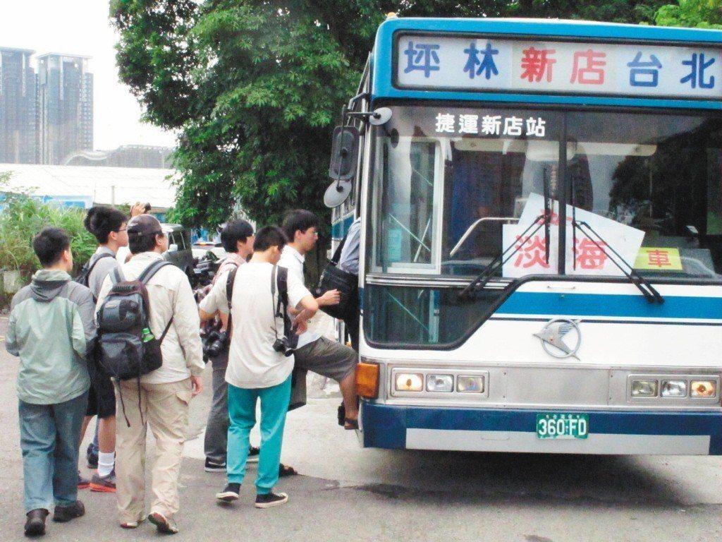 周末往郊區公車應適度增班,以滿足乘客需求。 記者孟祥傑/攝影