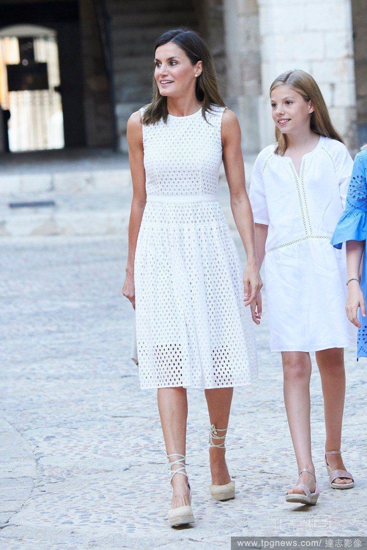 西班牙王后蕾蒂希亞、Sofia 公主(右)。圖/達志影像