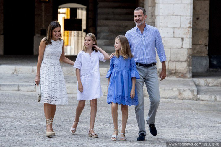 (左至右)西班牙王后蕾蒂希亞、Sofia 公主、Leonor公主、西班牙國王費利...