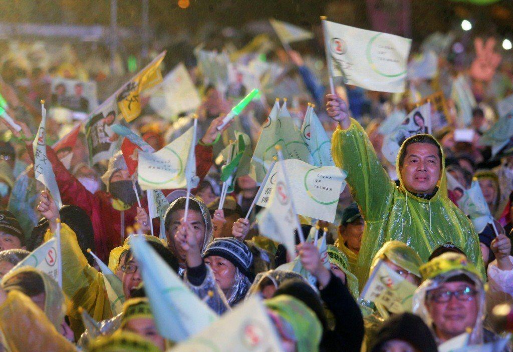 圖為2016年民進黨支持者於總統大選選前之夜畫面。 圖/聯合報系資料照