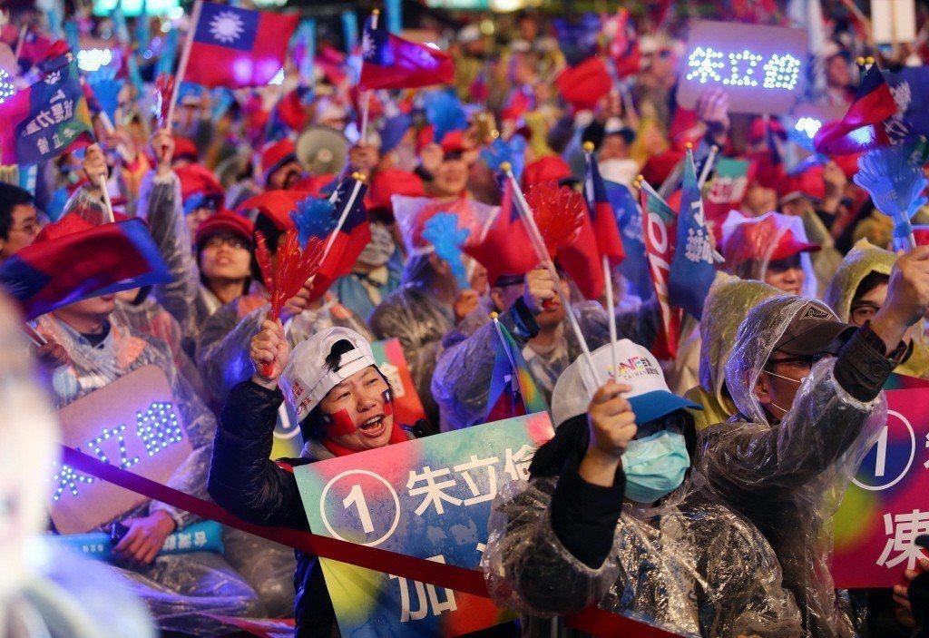 2016年總統大選選前之夜,圖為國民黨支持者。 圖/聯合報系資料照
