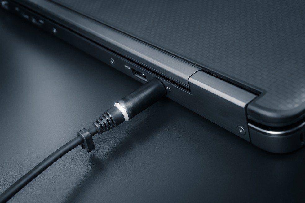 筆電常充電會壞得比較快其實是一個迷思。示意圖,圖片來源/ingimage。