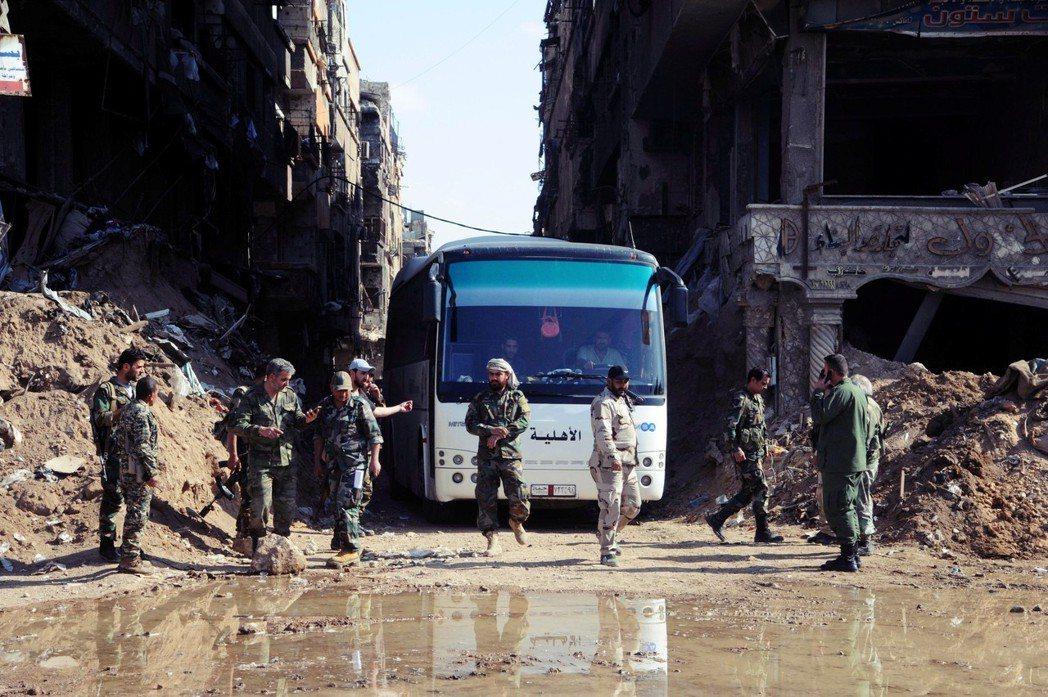 由於川普對於軍事介入敘利亞興趣不高,一直有美國撤手的退場傳聞。圖為敘利亞大馬士革...